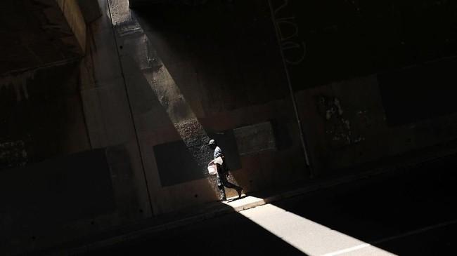 Pada Selasa (21/2), kota yang dihuni oleh empat juta orang itu memundurkan