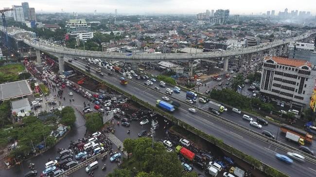 Foto udara proyek pembangunan mass rapid transit (MRT) di kawasan Jalan RA Kartini, Cilandak, Jakarta Selatan, Rabu (21/2). (Eko Siswono Toyudho/Anadolu Agency).