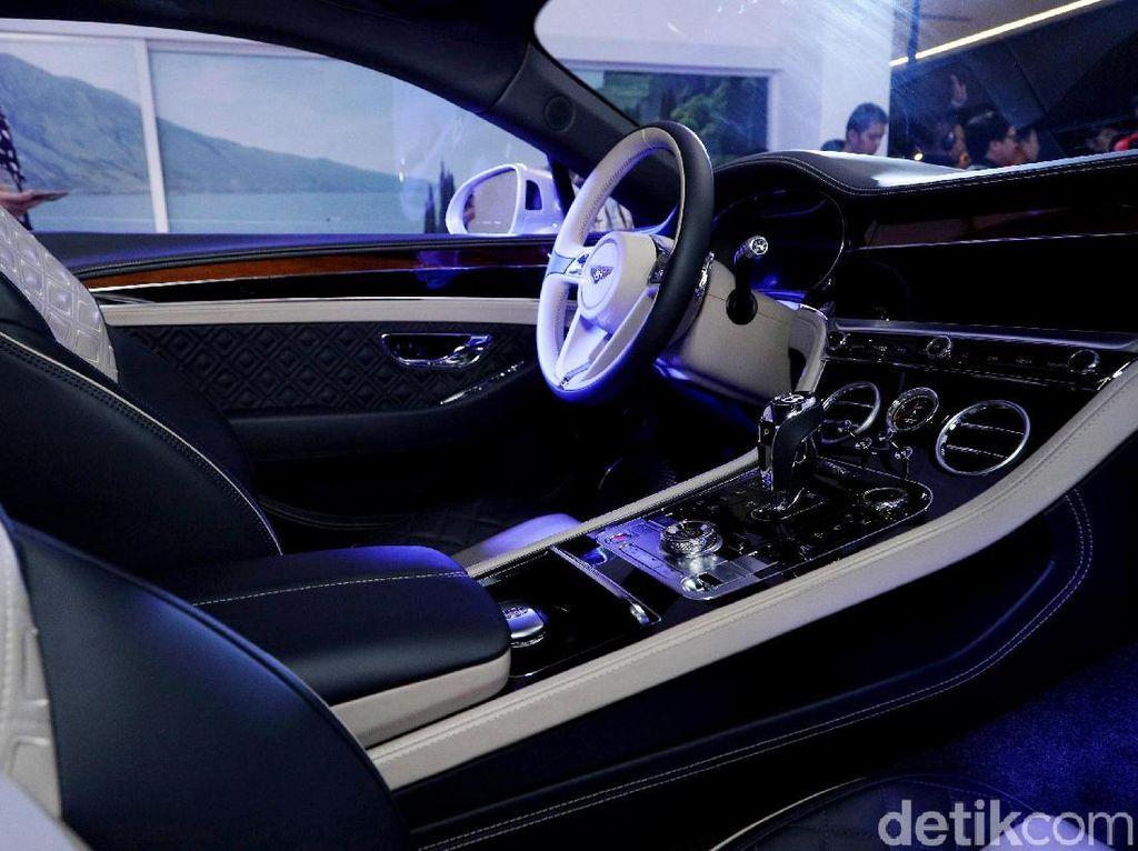 Dikatakan Brand Director Bentley Indonesia, Dhnai Yahya, tiga unit yang sudah terpesan itu akan mulai dikirim pada Mei 2018.