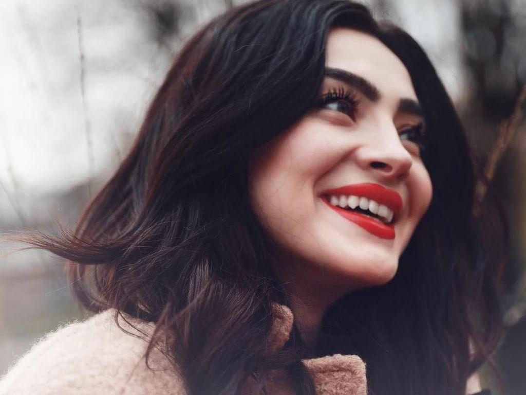 Foto: Terpesona dengan Andreea Cristina, Model Cantik yang Hobi Travelling