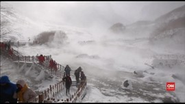 VIDEO: Berselimut Salju di Pegunungan Changbai
