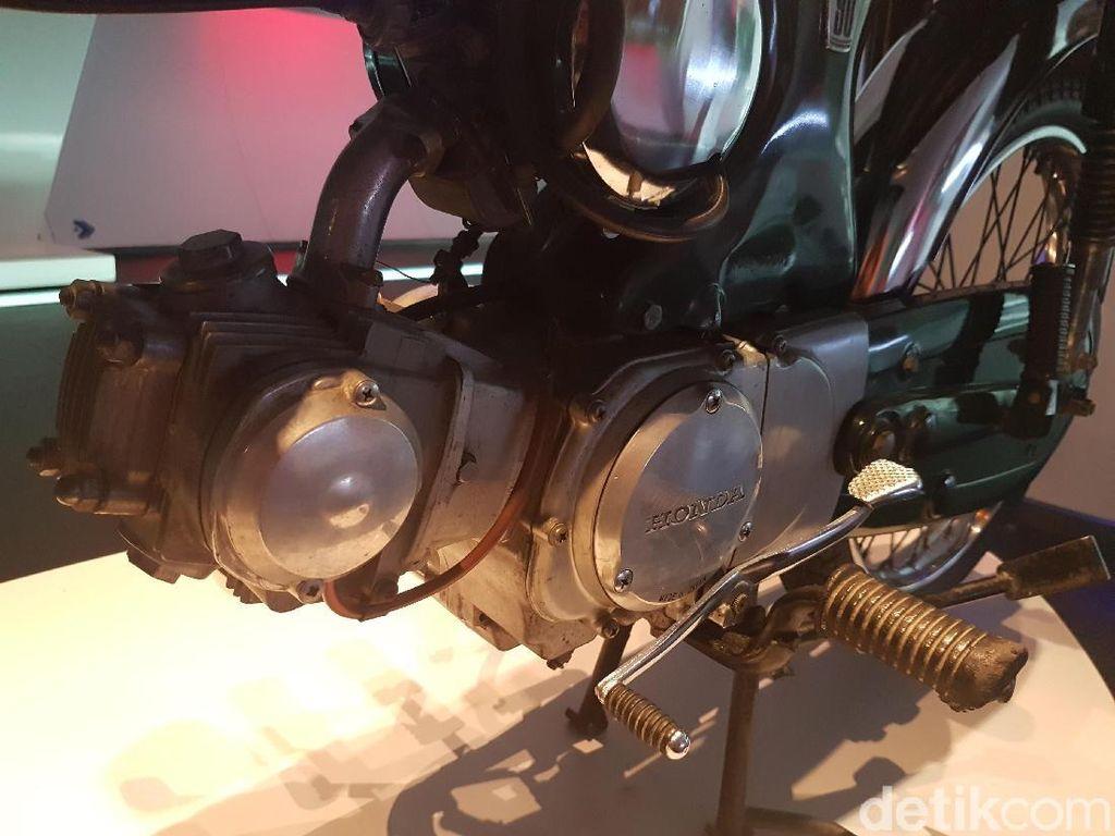 Mesin itu berkonfigurasi 1 silinder, OHC, pendingin udara. Pada masanya, mesin itu mampu menyemburkan tenaga hingga 8 daya kuda pada 9.500 rpm dengan torsi maksimal 6,3 Nm. Foto: Rangga Rahadiansyah