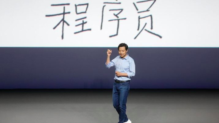 Lu Weibing yang pernah menjadi General Manager brand Redmi, kini menjadi President Xiaomi China. Ia menggantikan Lei Jun yang mengundurkan diri