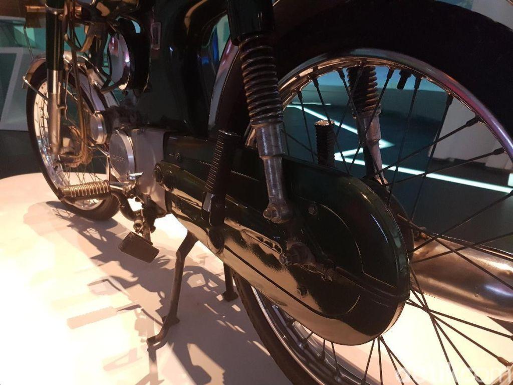 Volume penjualan motor itu--menurut data yang terpampang di dekat motor yang dipajang di Museum Astra--mencapai 90.600 unit. Foto: Rangga Rahadiansyah