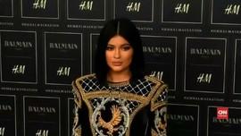 VIDEO: Kylie Jenner Bikin Snapchat Kehilangan US$1 Miliar