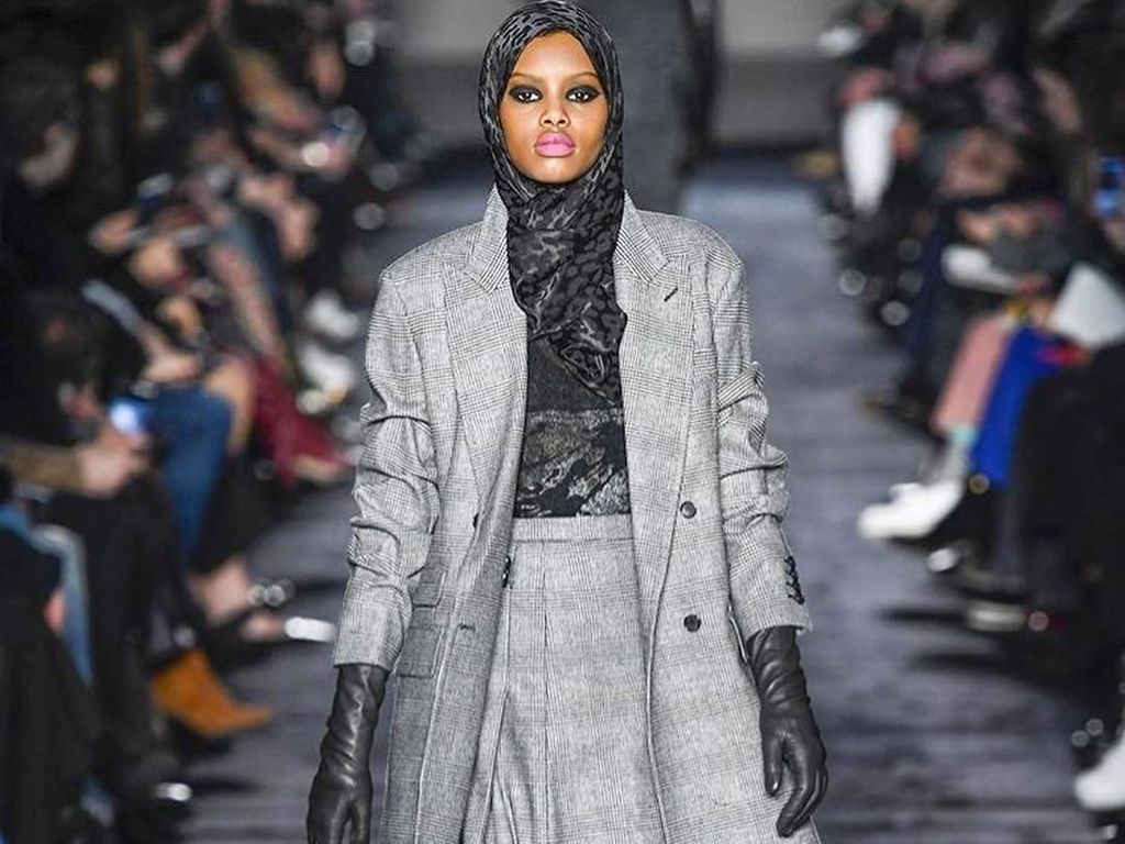 10 Potret Model Hijab Asal Denmark yang Eksis di Milan Fashion Week