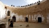 Rumah-rumah tersebut terdiri atas kamar-kamar yang dipahat di dinding halaman yang melingkar. (REUTERS/Zohra Bensemra)