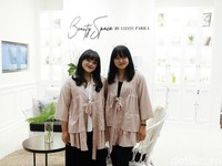Buka Toko Kosmetik, Beauty Influencer Lizzie Parra Makin Sukses