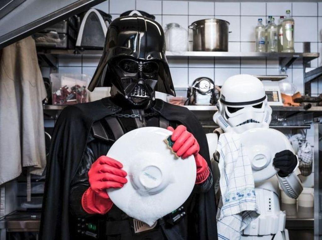 Begini Jadinya Kalau Darth Vader Lagi Krisis Finansial