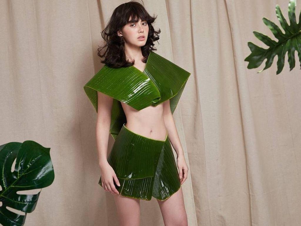 Viral Berbusana Daun Pisang, Model Cantik Thailand Ini Pamer Perut Rata