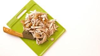 Trik Cepat Suwir Daging Ayam