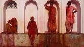 Setelah tubuh berwarna-warni, umat Hindu langsung membersihkan diri dan saling berkunjung ke rumah sanak saudara dan kerabat untuk bersilaturahmi.