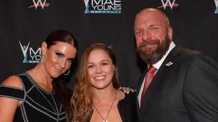 Ronda Rousey Hajar Triple H di Debut WWE