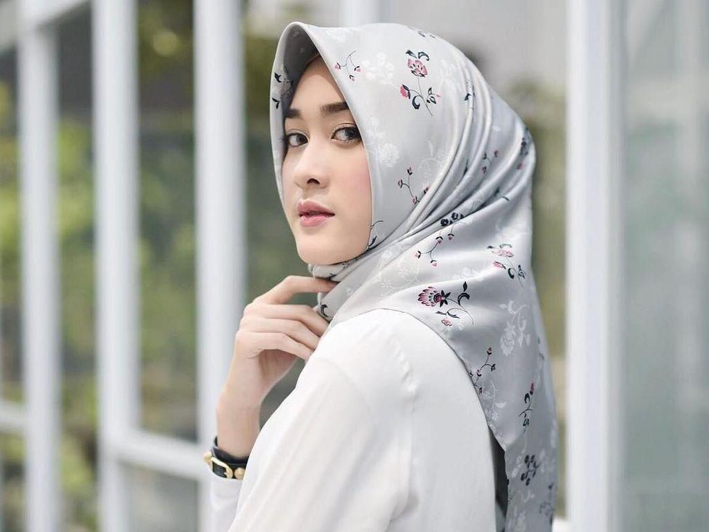 Foto: 10 Potret Cantik Raudha Kasmir, Finalis Berhijab Miss Indonesia 2018