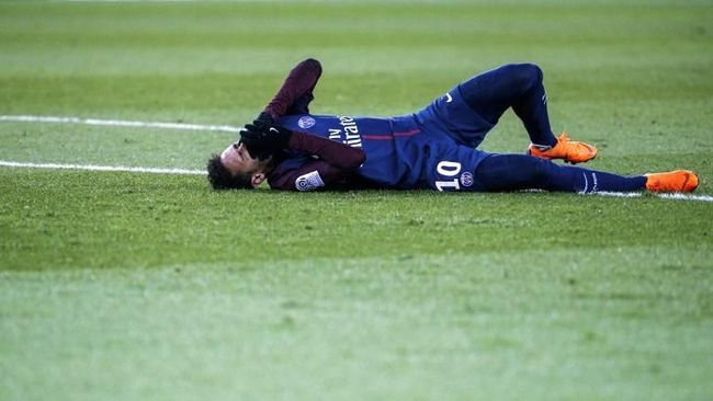 Total Cedera Neymar: Setahun, 2 Bulan, 15 Hari
