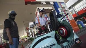 Ekonom Sarankan Presiden Terpilih Naikkan Harga BBM