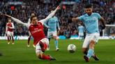 Hector Bellerin (kiri) adalah andalan Arsenal di bek kanan. Naluri menyerang yang tinggi ternyata tidak cukup untuk menggoda Julen Lopetegui untuk memanggilnya. (Reuters/Peter Cziborra)