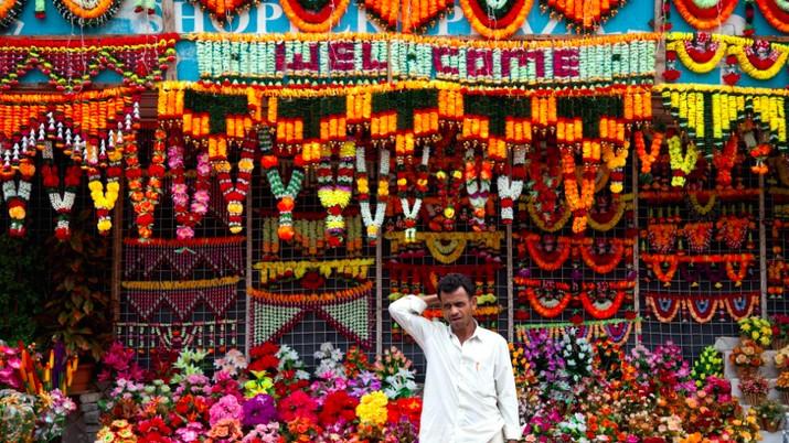 Di tahun 2007, India hanya memiliki sekitar 124.000 individu dengan penghasilan tinggi (high-net-worth individuals/ HNIs) dengan aset minimal US$1 juta.