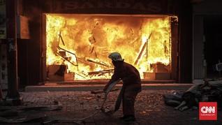 Cerita Pemadam Kebakaran Melawan Api hingga Ambil Bola Voli