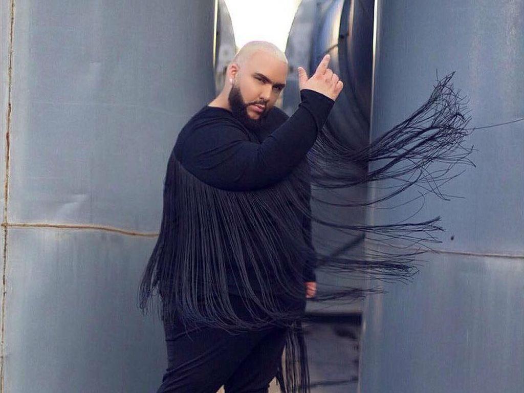 Bertubuh Gemuk 183 Kg, Pria Ini Percaya Diri Pose ala Fashion Blogger