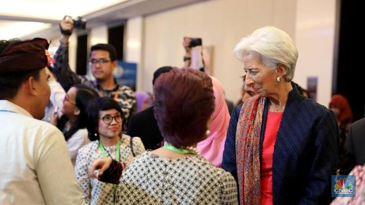 Direktur Pelaksana IMF Christine Lagarde mengatakan proteksionisme membayangi pertumbuhan global.