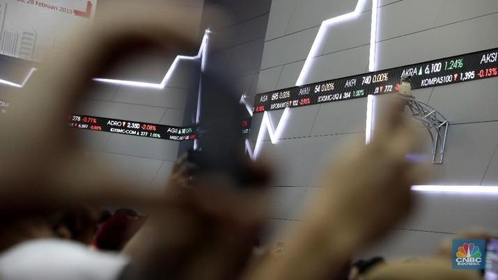 Pasar keuangan Indonesia ditutup melemah pada perdagangan kemarin. Bagaimana dengan hari ini?