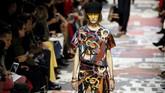 Desainer perempuan pertama Dior ini memiliki ide spesifik soal feminisme gaya baru. Fesyen adalah salah satu idenya untuk mewujudkan feminitas. (REUTERS/Pascal Rossignol)