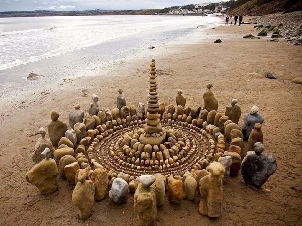 Seniman asal Yorkshire James Brunt juga konsisten menciptakan seni batu bersusun di negaranya. Foto: James Brunt/ Pribadi