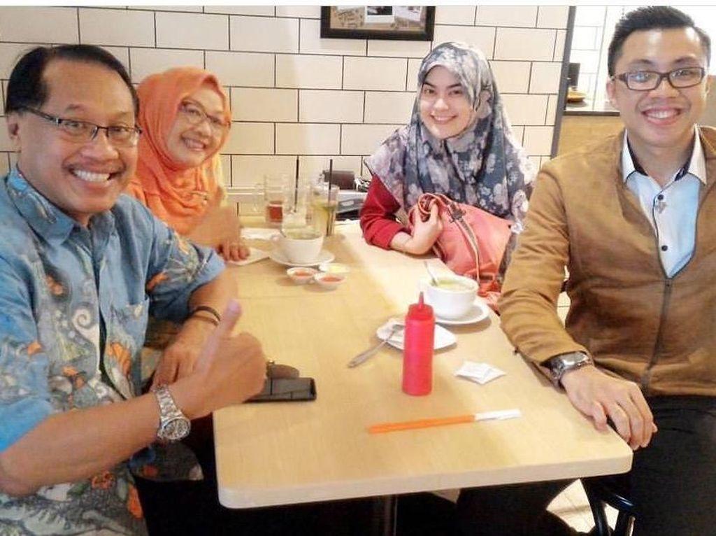 Kata dr. Gia yang Kisah Cinta dan Kesetiaan Ayahnya Bikin Netizen Baper