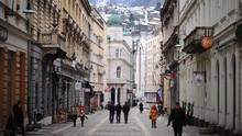 Puluhan Pasangan Akad Nikah Massal di Sarajevo