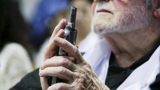 FOTO: Saat Senjata Penembakan Florida Diberkati di Gereja