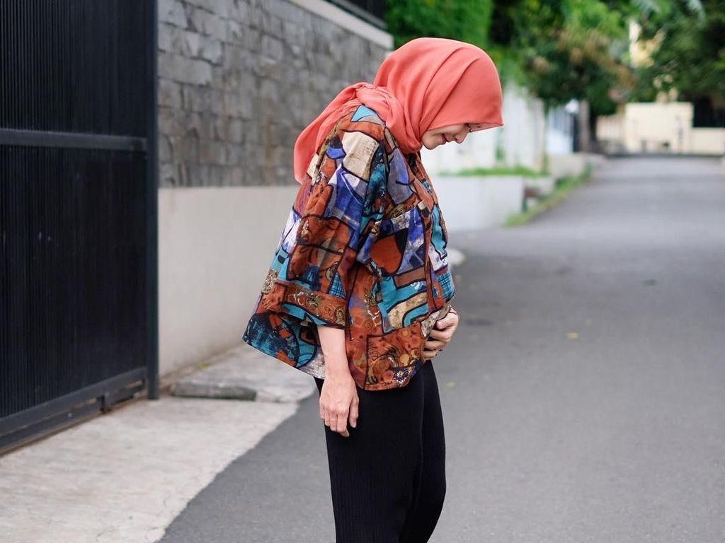 Foto: 10 Gaya Hijab Bumil Zaskia Mecca yang Masih Seperti ABG