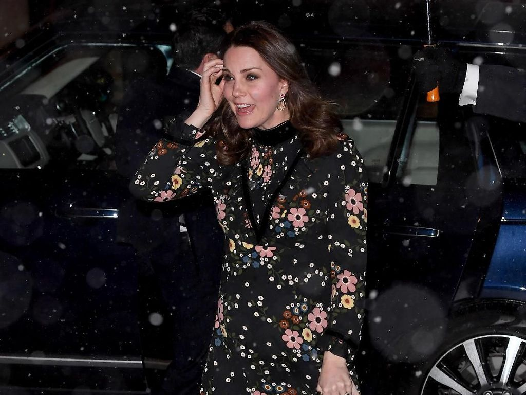 Foto: Anggunnya Kate Middleton Bergaun Hitam saat Diguyur Hujan Salju