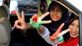 Menonton Bola di Stadion, Wanita Iran Menyamar Jadi Pria