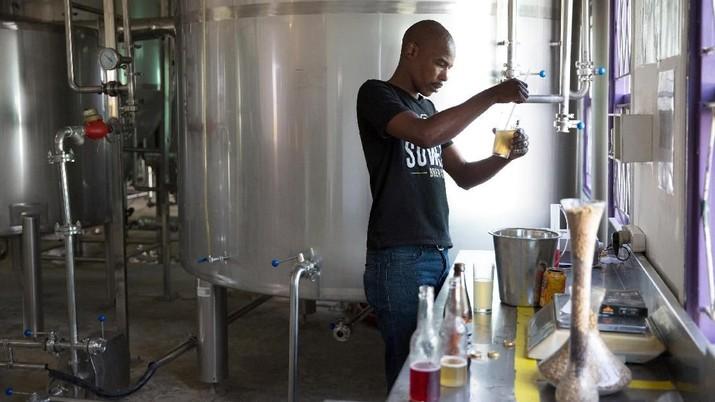 Alkohol termasuk spiritus juga dilarang ekspor terkait pandemi corona di Indonesia agar kebutuhan dalam negeri terpenuhi.