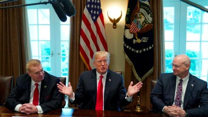 Presiden AS Donald Trump mengatakan pengenaan bea masuk sebesar 25% untuk baja dan 10% untuk aluminium akan diumumkan secara resmi minggu depan.