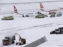 Bandara Jenewa Dibuka Pasca Badai Salju Beast from the East