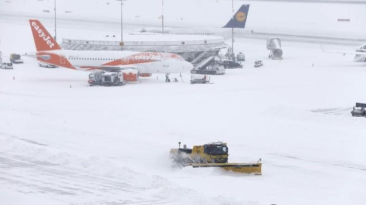 Bandara Jenewa telah kembali dibuka namun akan ada penundaan atau pembatalan perjalanan sepanjang hari.