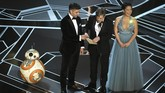 Momen salah sebut pemenang Film Terbaik pada Oscar 2017 sempat jadi bahan ejekan Mark Hamill ketika akan membawakan pemenang kategori Film Animas Panjang Oscar 2018, 'Coco'. Pemeran Luke Skywalker itu sempat berujar