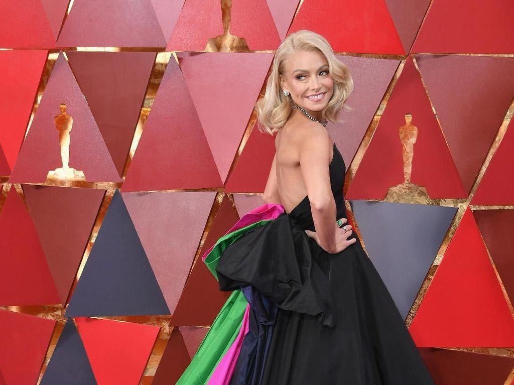 Foto: 10 Selebriti dengan Busana Terburuk di Oscars 2018