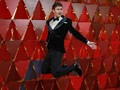 FOTO: Gaya Pria-pria yang 'Tak Biasa' di Oscar 2018