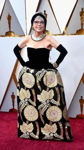 Aktris Lawas Ini Pakai Gaun dari 56 Tahun Lalu ke Oscars 2018
