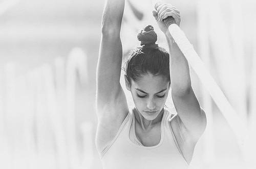 Foto: Terpana Pesona Atlet Cantik Lompat Galah yang Buat Hati Pria Bergetar