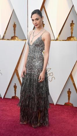 Gal Gadot Hingga Emma Stone, Ini Artis Berbusana Terbaik di Oscars 2018