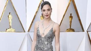 FOTO: Gaun-gaun Tercantik di Karpet Merah Oscar 2018