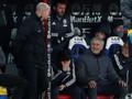 Tendang Botol Kosong ke Penonton, Mourinho Terancam Sanksi FA