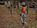 FOTO: Kala Model Peragaan Chanel Berjalan di 'Tengah Hutan'