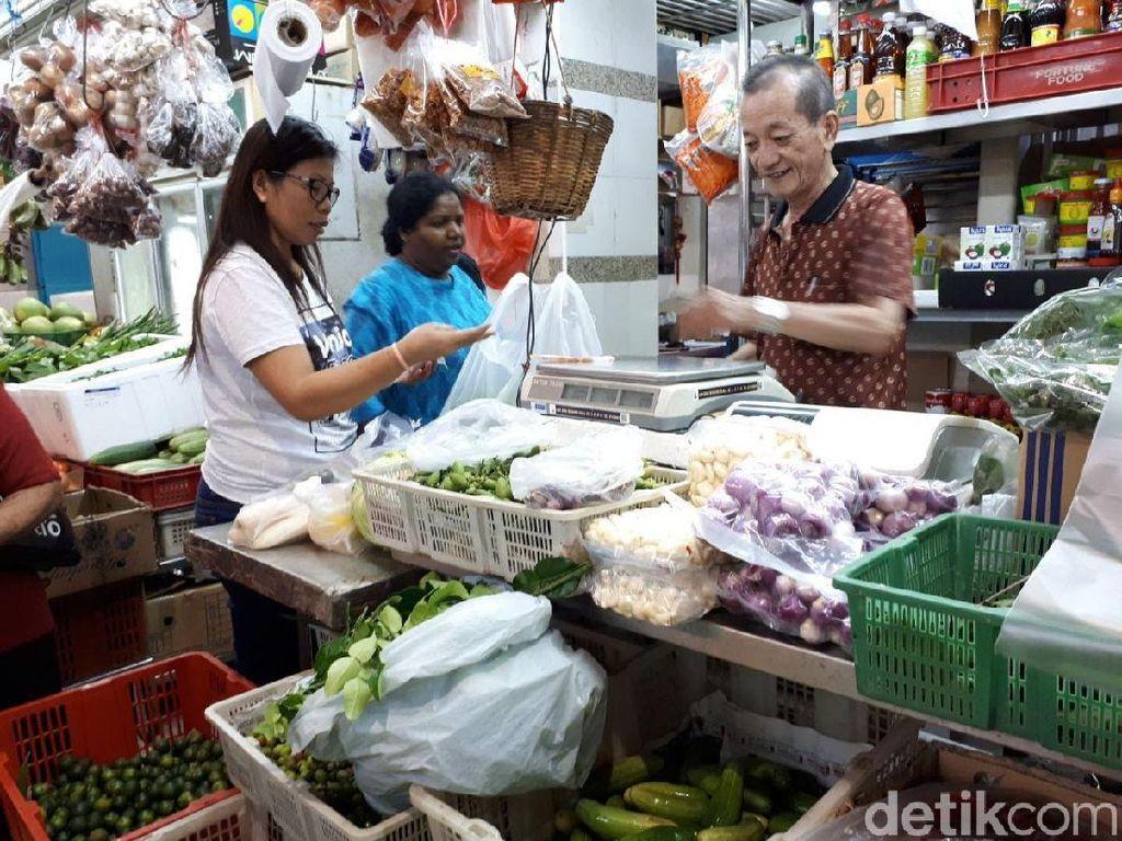 Aneka buah, sayur, seafood, daging dan bumbu segar bisa diperoleh di Tekka Centre. Kebanyakan pengunjung pasar ini adalah orang India dan Melayu. Foto: dok. detikFood