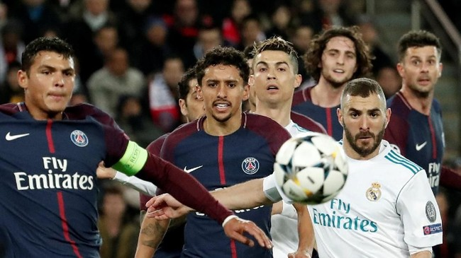 Laga babak pertama antara Paris Saint-Germain dan Real Madrid menghasilkan beberapa peluang. Namun, tidak ada gol yang tercipta hingga turun minum. (REUTERS/Benoit Tessier)