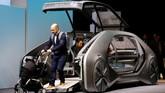 Renault EZ-GO salah satu mobil masa depan yang menerapkan sistem ride-sharing. Konsep mobilnya juga menyimpan teknologi otonom atau bergerak sendiri. (REUTERS/Denis Balibouse)